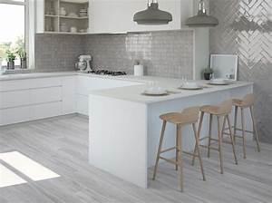 Graue Fliesen Küche : fliesen selbst verlegen das gilt es zu beachten ~ Eleganceandgraceweddings.com Haus und Dekorationen