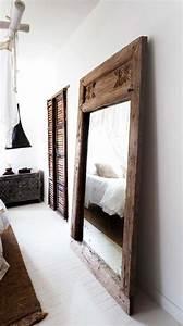 Miroir Cadre Bois : quel miroir dans une chambre d 39 adulte contemporaine ~ Teatrodelosmanantiales.com Idées de Décoration