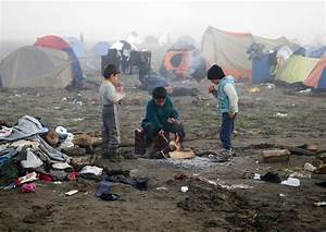 Greece Vows to Clear Idomeni Migrant Camp Without Tear Gas ...