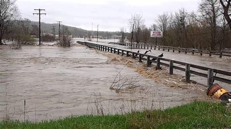 Kickapoo creek flood farmington rd Peoria illinois - YouTube