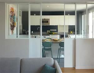 des solutions esthetiques pour apporter de la lumiere With cuisine cachee par des portes