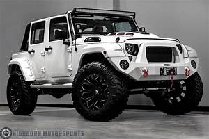 Jeep Wrangler Custom : the force is strong with this custom stormtrooper jeep wrangler maxim ~ Maxctalentgroup.com Avis de Voitures