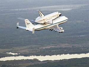 Space Shuttle Discovery Buzzes Washington, D.C., Monuments ...