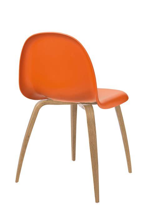 chaise gubi 5 coque plastique pieds bois coque orange