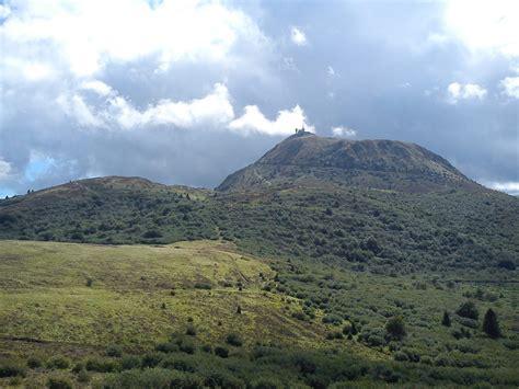 les volcans d auvergne du puy de sancy au puy de d 244 me
