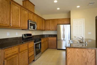 wall colors  match oak honey oak cabinets kitchen