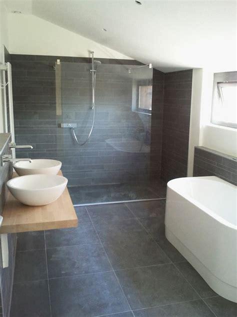 Grey Bathroom Tile Floor by 40 Grey Slate Bathroom Floor Tiles Ideas And Pictures 2019