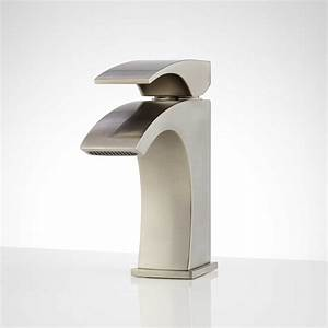 Maxwell single hole bathroom faucet with pop up drain for Single hole bathroom faucet