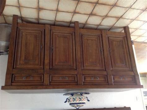 repeindre ses meubles de cuisine en bois peut on rajeunir mes meubles en chêne rustique avec une