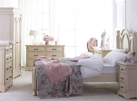 chambre shabby shabby chic bedroom a beautiful and timeless design