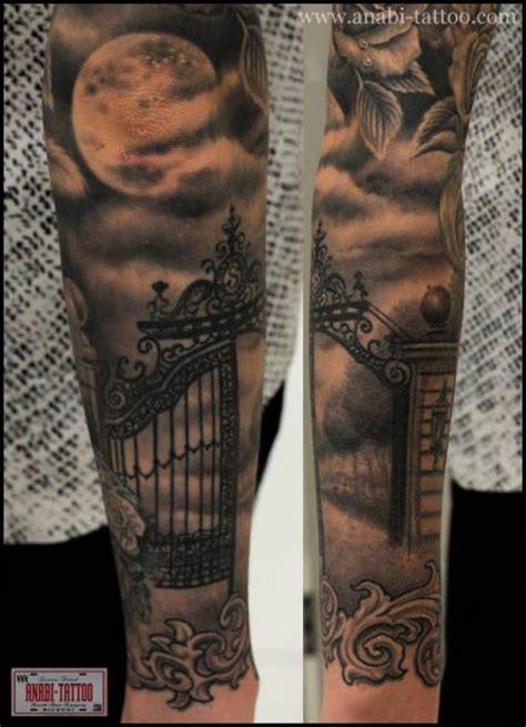 tatuaz reka ksiezyc brama przez anabi tattoo