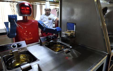 un chinois en cuisine les robots cartonnent dans les restaurants chinois