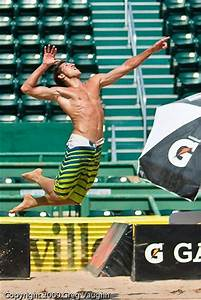 Beach Volley Serve. Great pic! #Volley People | Volley ...