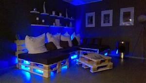 Couch Mit Beleuchtung : paletten sofa selber bauen wirklich so einfach ~ Frokenaadalensverden.com Haus und Dekorationen