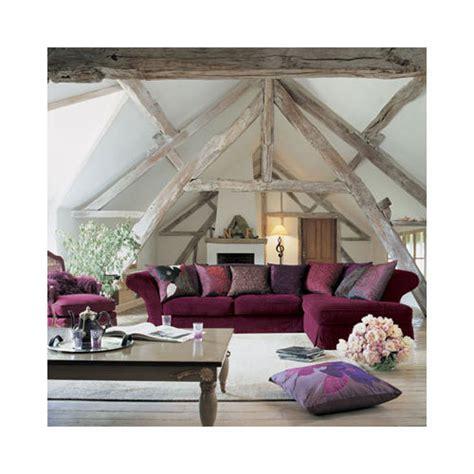 canape prune couleur mur et sol autour de canapé prune