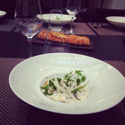 cuisine attitude by cyril lignac ravioles à la bolognaise émulsion au parmesan le de cyril lignac