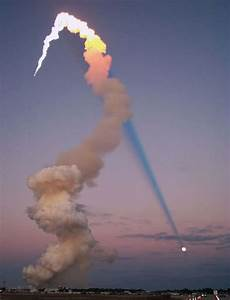 wordlessTech | Shuttle Plume shadow points to the Moon