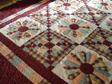 dresden plate quilt the nifty stitcher dresden plate lap quilt
