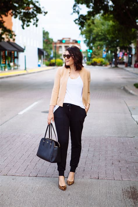 How To Wear Jogger Pants At Work | Aelida