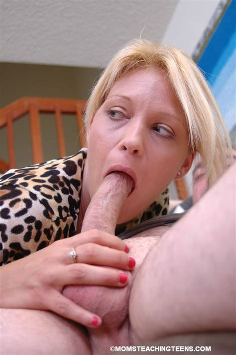 Blonde Mom Stretches Out Her Daughters Mouth To