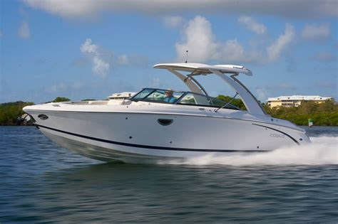 Boat Marina R by 2018 Cobalt Boats R30 Walkers Point Marina