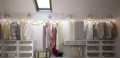 Ideen Für Ankleidezimmer Mit Schräge by Sch 246 Ne Hinterleuchtung Sorgt F 252 R Ausreichend Licht Im Raum