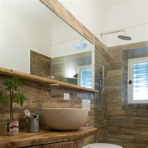 rivestimento bagno basso bagno in travertino simil legno pietre di rapolano