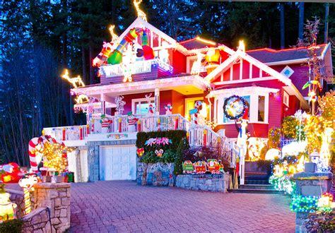 les collections de noël de maisons du monde et truffaut top 10 des plus belles maisons décorées pour noël le
