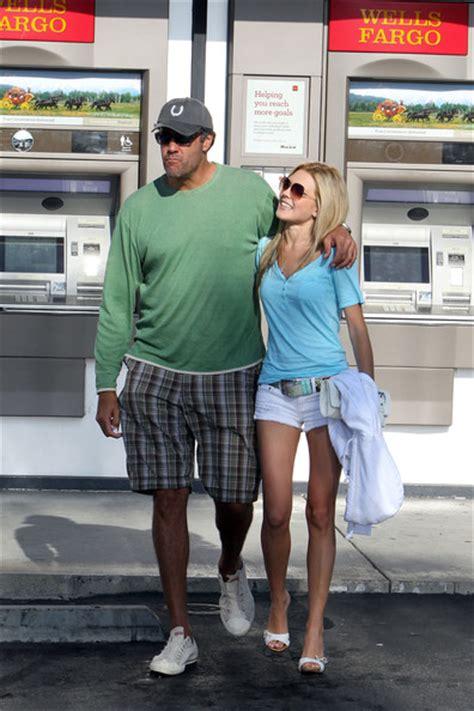 Entertainment - Brad Garrett's girlfriend vs. Beth | The ...