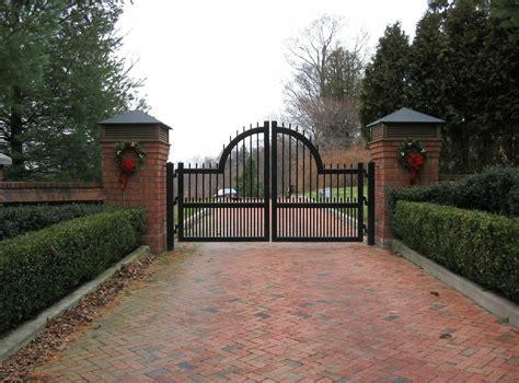 decorate  driveway gate   seasons tri state