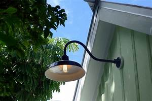 10 secrets to know about barn style outdoor lighting for Barn style exterior lights