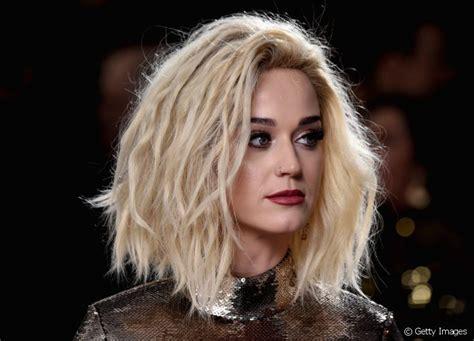 Grammy 2017: Katy Perry e Adele investem na tendência blob ...