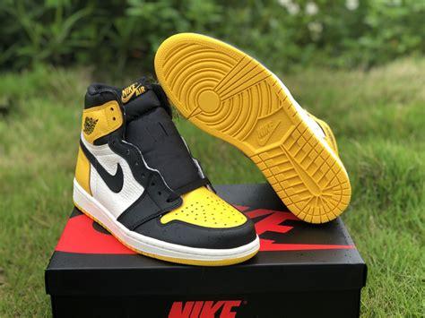 2019 Jordan 1 Retro High Og Yellow Black Toe Mens Sneakers