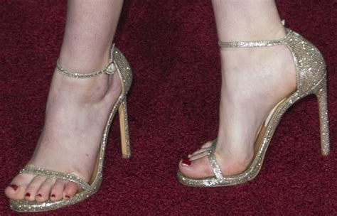 14-year-old Willow Shields In Tacky Dress And Gold High Heels