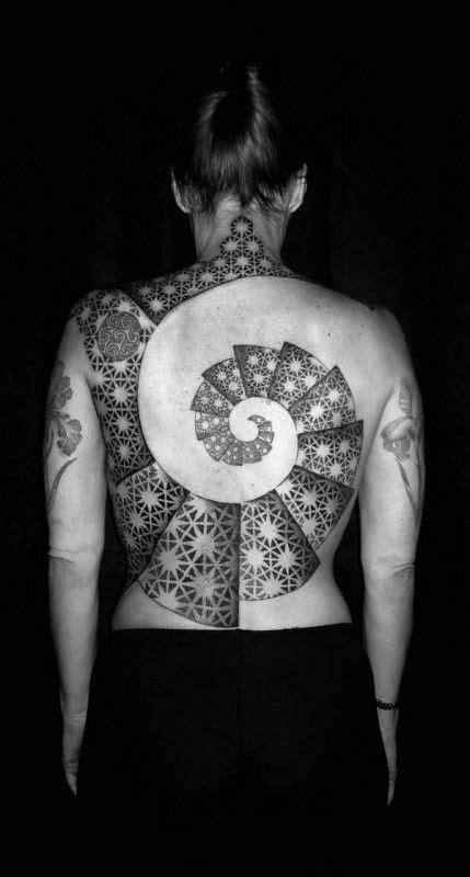 15 Hypnotizing Fibonacci Spiral Tattoos | Tatuajes