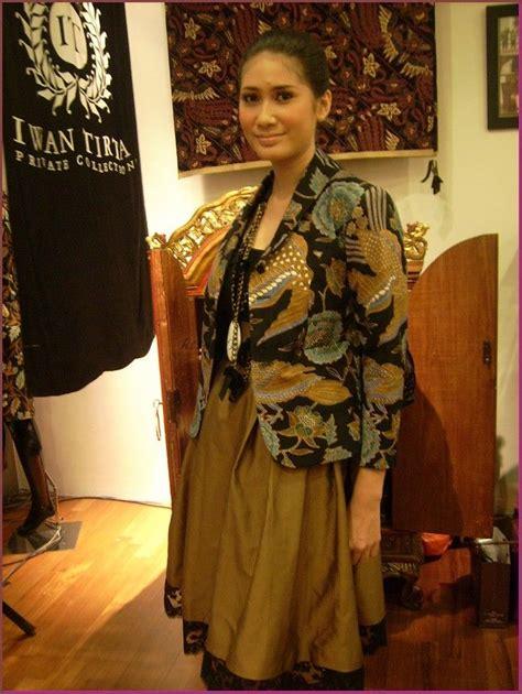 model baju batik kombinasi kain polos  wanita
