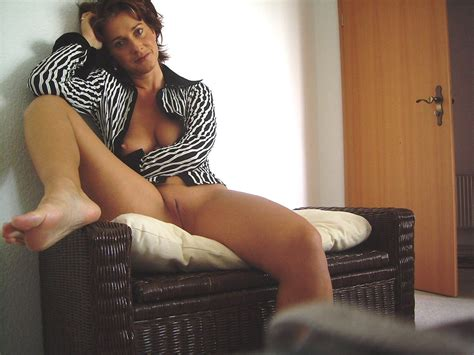 Hot Mature Amateur Milf Naked In Home Pictures