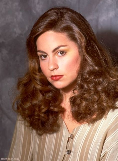 feminine  era hairstyle  curls