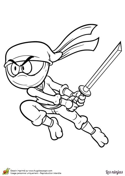 coloriage dun ninja qui attaque  ennemi avec  katana