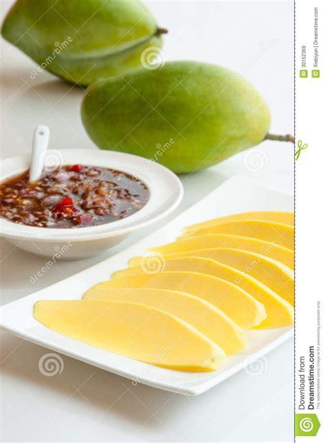 dessert avec de la mangue mangue verte avec de la sauce douce dessert tha 239 landais images libres de droits image 30152369