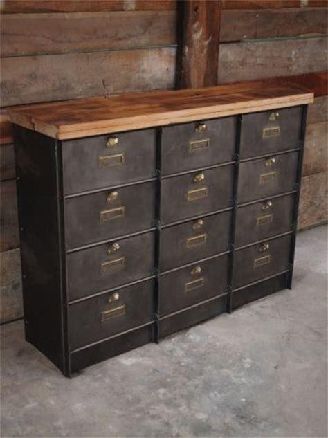 le de bureau industrielle 17 meilleures idées à propos de armoires métalliques sur