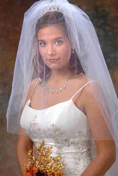 Beautiful Photos of Wedding Veils with Tiaras   Sang Maestro