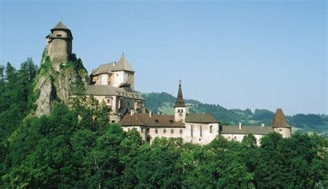 Brīnišķīgu kalnu, ūdenskritumu un vēstures bagātību ...