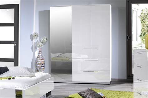 armoires chambres armoire de chambre laqué blanc trendymobilier com