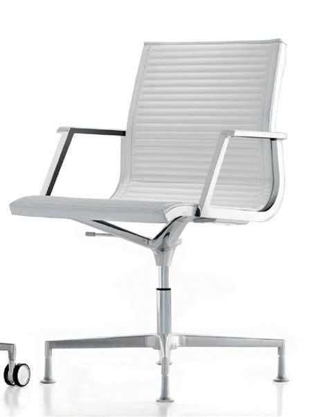 fauteuil bureau fauteuil bureau nulite pied fixe pivotant en cuir à accoudoirs
