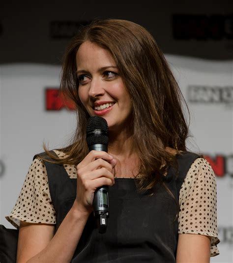 Amy Acker - Wikipedia