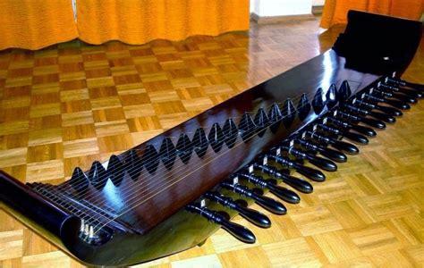 Drum merupakan alat musik yang dipukul. √ 50+ Contoh Alat Musik Petik Beserta Cara Memainkannya Lengkap - Balubu