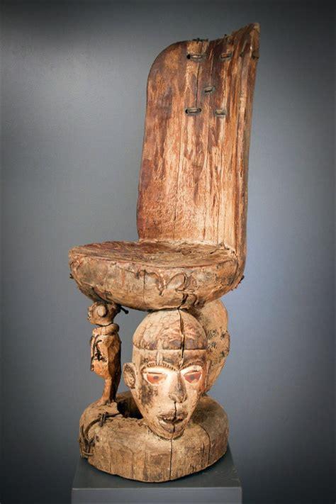 siege africain siège de sorcier nganga kongo 6233 objets usuels
