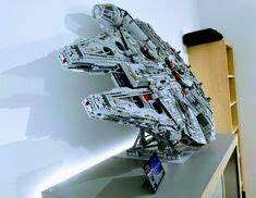 Star Wars Couchtisch : millennium falcon display table decorating ideas pinterest star wars deko star wars und deko ~ Frokenaadalensverden.com Haus und Dekorationen