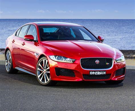 Review  2017 Jaguar Xe Review